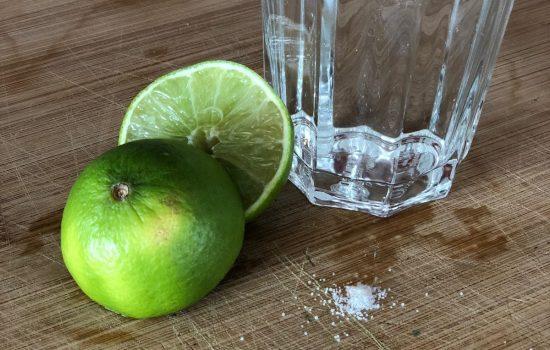 Trinke jeden Morgen 500ml Wasser,-Himalaya Salz und Limette für mehr Leistung